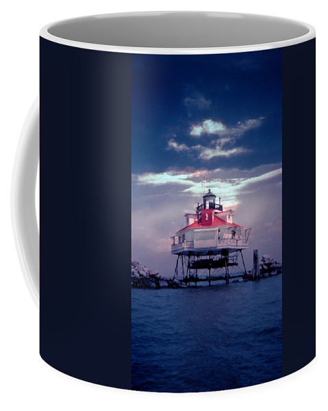 Lighthouse Coffee Mug featuring the photograph Thomas Pt. Shoal Lighthouse by Skip Willits