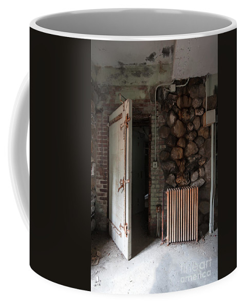 Bennett College Coffee Mug featuring the photograph Welcome Home by Rick Kuperberg Sr
