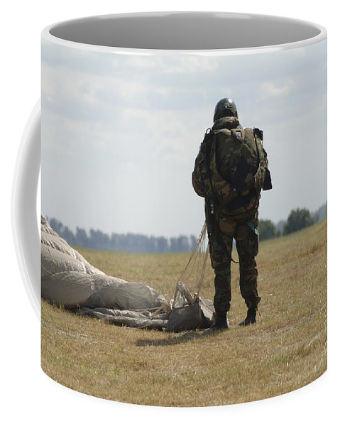 British Army Coffee Mug featuring the photograph A Member Of The Pathfinder Platoon by Andrew Chittock