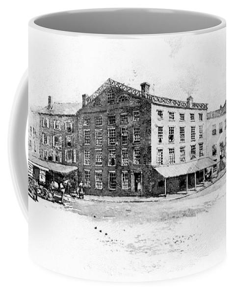 1897 Coffee Mug featuring the photograph New York: Fraunces Tavern by Granger