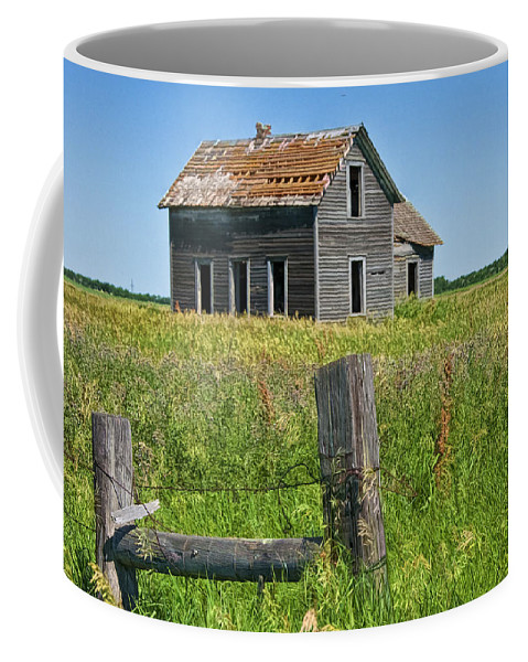 Art Coffee Mug featuring the photograph Abandoned Prairie Farmhouse No.4221 by Randall Nyhof