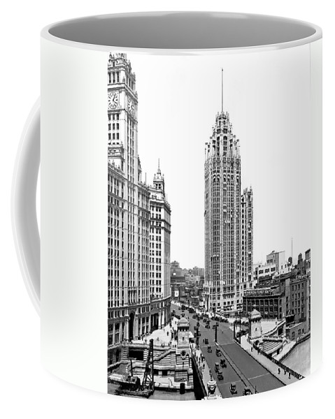 1920's Coffee Mug featuring the photograph Downtown Chicago by Underwood Archives