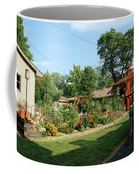 Flowers Coffee Mug featuring the photograph In Full Bloom by Thomas Woolworth