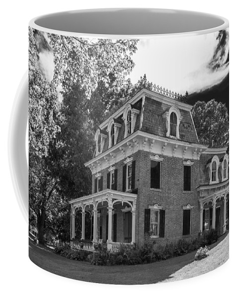Guy Whiteley Photography Coffee Mug featuring the photograph Lake George Farmhouse by Guy Whiteley