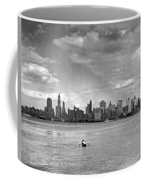 1920's Coffee Mug featuring the photograph Rowing To Manhattan by Underwood Archives