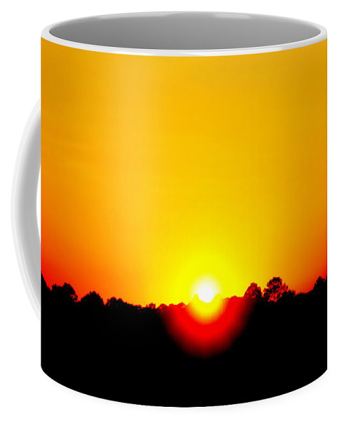Sun Coffee Mug featuring the photograph Setting Sun by Paul Wilford
