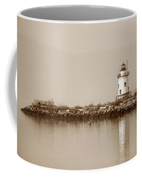 Ny Coffee Mug featuring the photograph Tarrytown Lighthouse by Skip Willits