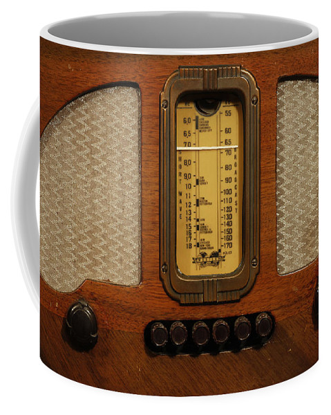 Old Radio Coffee Mug featuring the photograph Vintage Radio by Dennis Hedberg