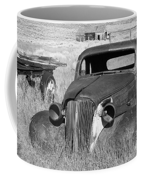 Vintage Cars Coffee Mug featuring the photograph A Ride To The Past by Sandra Bronstein