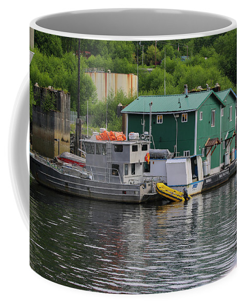 Coffee Mug featuring the photograph Alaska_00029 by Perry Faciana