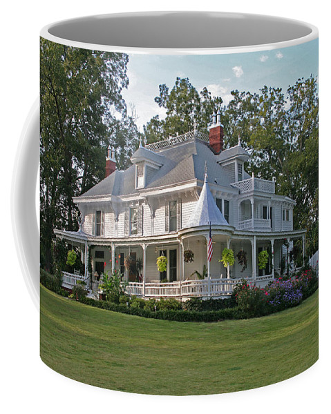 Victorian Coffee Mug featuring the photograph Higdon House Inn by David Campbell