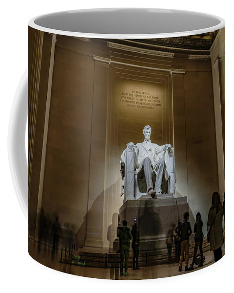 Lincoln Coffee Mug featuring the photograph Lincoln Statue by Cityscape Photography