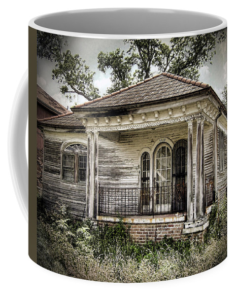 New Orleans Coffee Mug featuring the photograph New Orleans House No. 7 by Tammy Wetzel