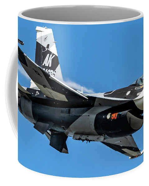18th Aggressor Squadron Coffee Mug featuring the photograph 18th Aggressor Sgn Viper Pulling Up Trailing Vapes by Joe Kunzler