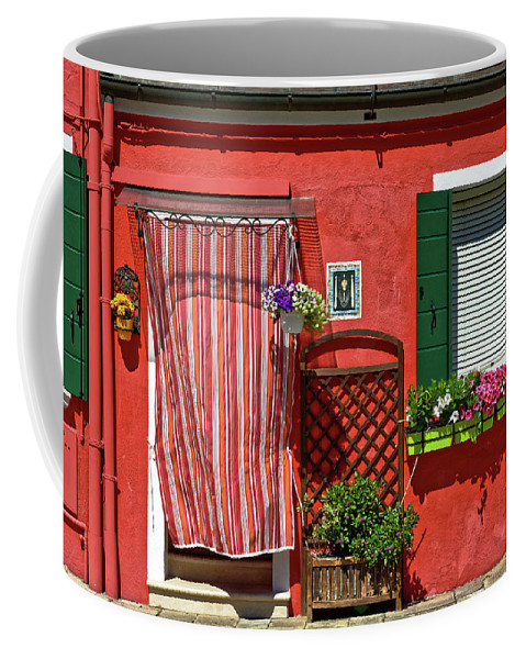 Custom travel mug with picture of red house in Burano