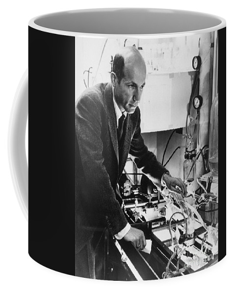 Science Coffee Mug featuring the photograph Melvin Calvin, American Chemist by Science Source