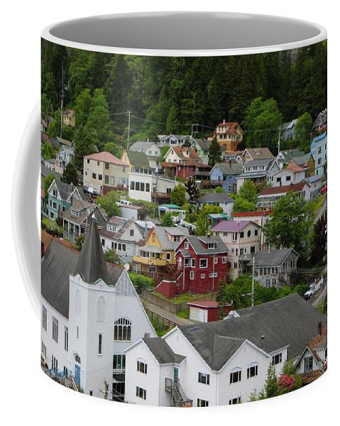 Coffee Mug featuring the photograph Alaska_00039 by Perry Faciana