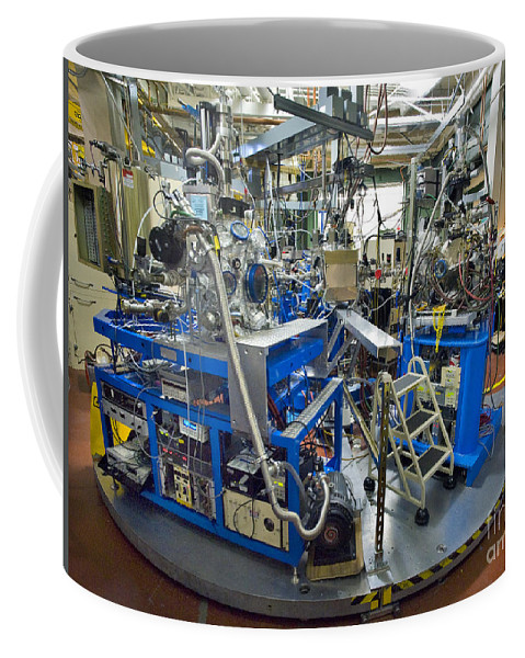 Science Coffee Mug featuring the photograph Advanced Light Source Beamline 4.0.2 by Science Source