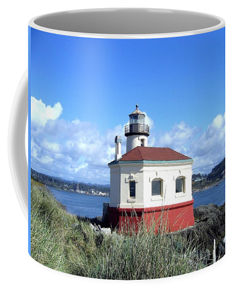 Coquille Lighthouse Coffee Mug featuring the photograph Bandon 1 by Will Borden