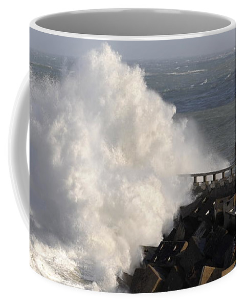 Spain Coffee Mug featuring the photograph Big Wave by Rafa Rivas
