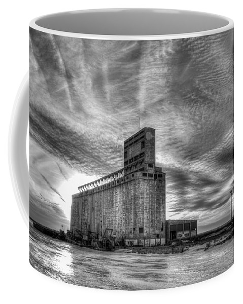 Buffalo Coffee Mug featuring the photograph Cargill Sunset In B/w by Guy Whiteley
