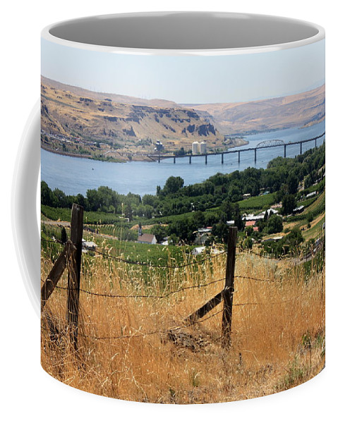 River Coffee Mug featuring the photograph Columbia River - Biggs And Maryhill State Park by Carol Groenen