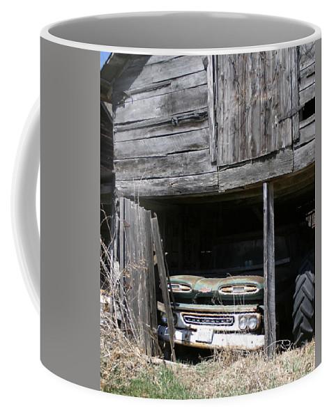 Vintage Cars Coffee Mug featuring the photograph Curiuos by Bjorn Sjogren