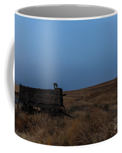 Wagon Coffee Mug featuring the photograph Early Start by Peter Ramirez