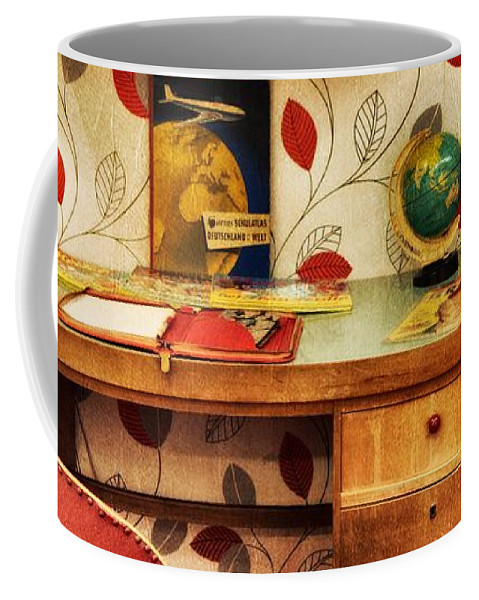 Fifties Coffee Mug featuring the photograph 10706 Fifties Spirit by Colin Hunt