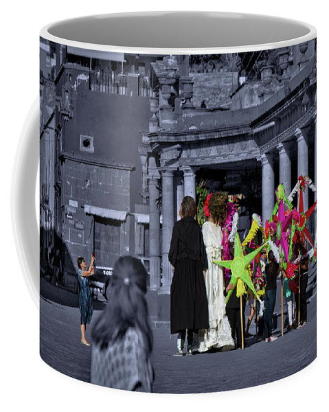 Giant Coffee Mug featuring the photograph Giants Party by Agustin Uzarraga