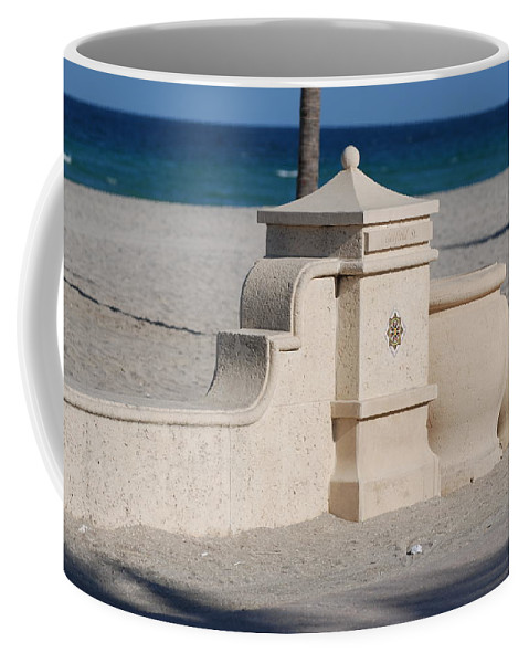 Beach Coffee Mug featuring the photograph Hollywood Beach by Rob Hans