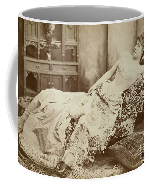 1885 Coffee Mug featuring the photograph Lillie Langtry (1852-1929) by Granger