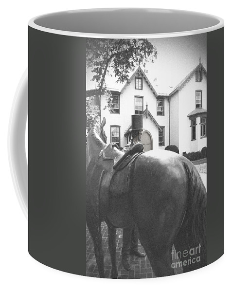 Lincoln Coffee Mug featuring the photograph Lincoln Arrives At The Cottage by Jost Houk