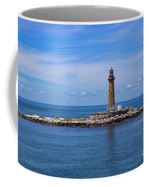 Connecticut Coffee Mug featuring the photograph Little Gull Lighthouse by Joe Geraci