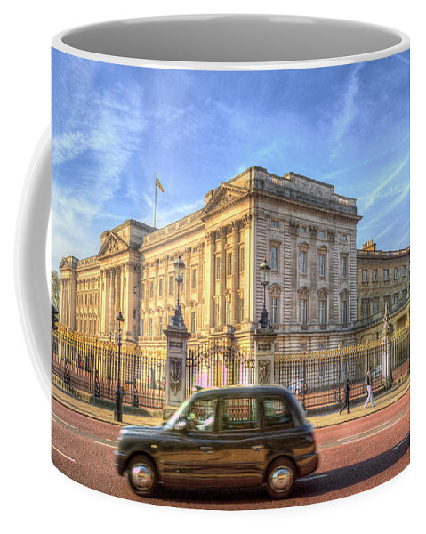 Buckingham Palace Coffee Mug featuring the photograph London Taxi And Buckingham Palace by David Pyatt