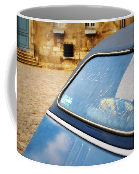 Fotografía Coffee Mug featuring the photograph Love In Blue by Romance Cartes Postales et Photographie
