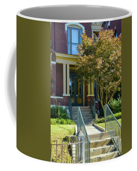 Lexington Coffee Mug featuring the photograph Mary Todd Lincoln's Birthplace by Bob Phillips