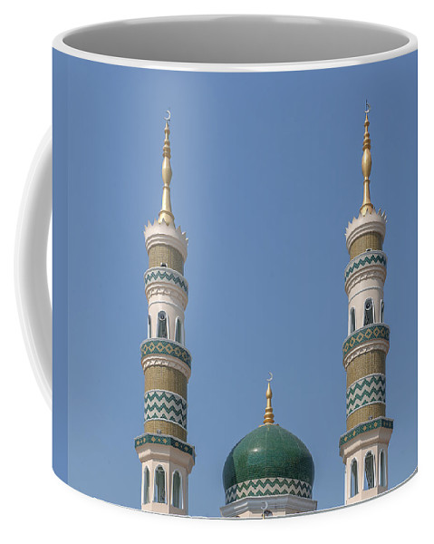 Mosque Coffee Mug featuring the photograph Masjid Darul-ibadah Dome And Minarets Dthcb0240 by Gerry Gantt