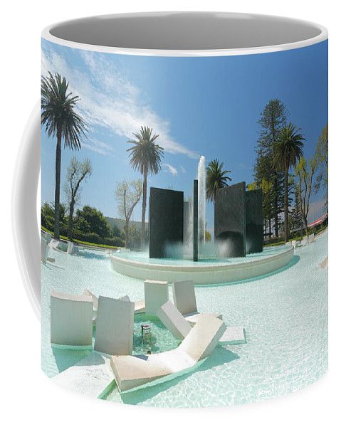 Rotunda Da Autonomia Coffee Mug featuring the photograph Monumento Da Autonomia by Gaspar Avila