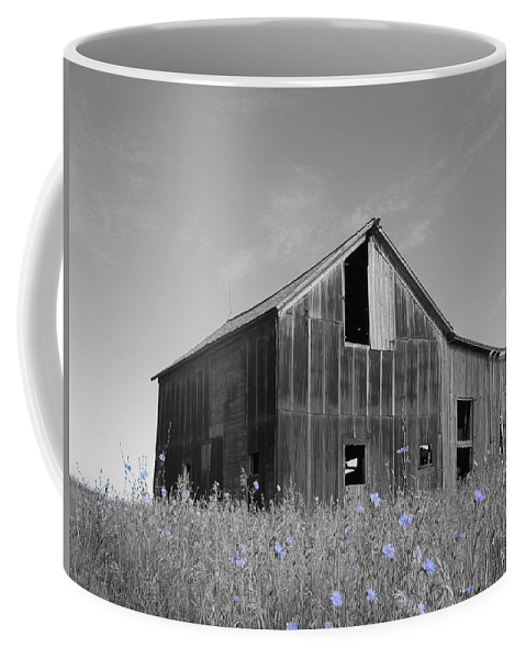 Rural Coffee Mug featuring the photograph Odell Barn IIi by Dylan Punke