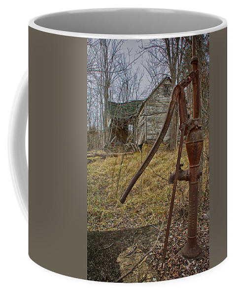 Scenic Coffee Mug featuring the photograph Old Homestead by Linda Shannon Morgan