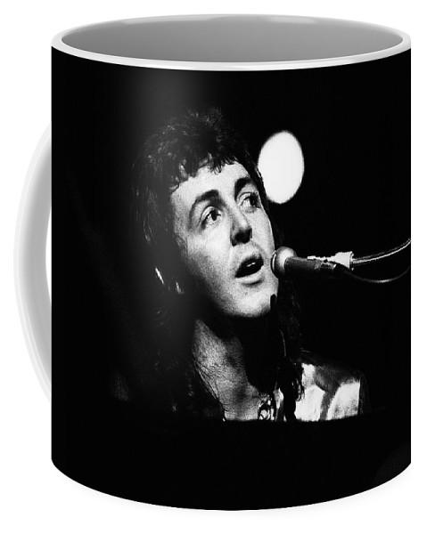 Paul Mccartney Coffee Mug featuring the photograph Paul Mccartney Wings 1973 by Chris Walter