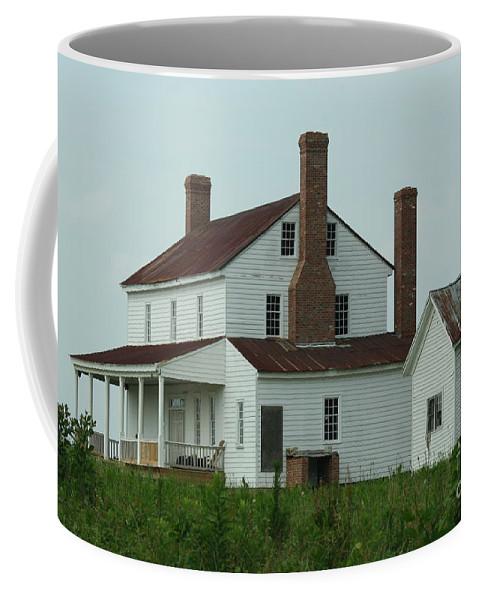 Averasboro Coffee Mug featuring the photograph Plantation Averasboro Nc by Tommy Anderson