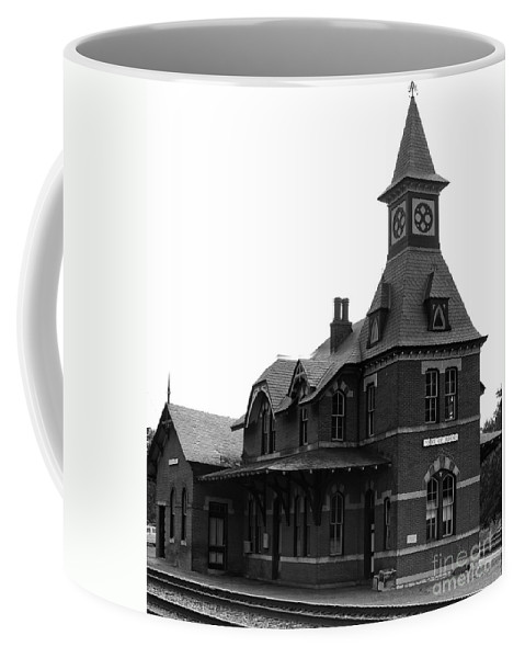 Train Coffee Mug featuring the photograph Point Of Rocks IIi by Thomas Marchessault