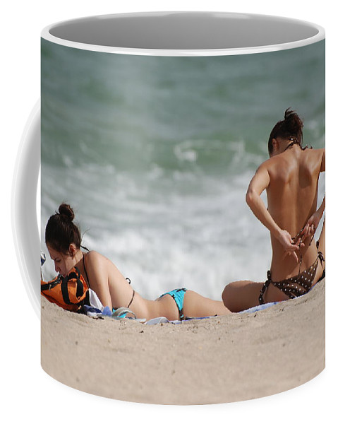Sea Scape Coffee Mug featuring the photograph Reading And Bow Tie by Rob Hans