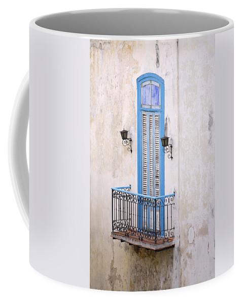 Urban Coffee Mug featuring the photograph Romeo Y Julieta Juliet by Pierre Logwin
