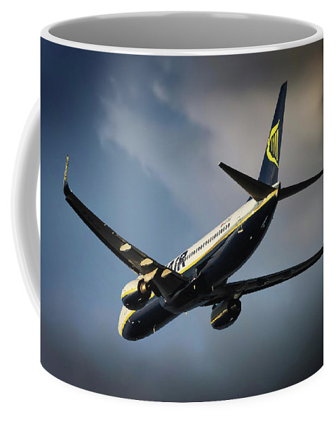 Ryanair Coffee Mug featuring the photograph Ryanair by Smart Aviation