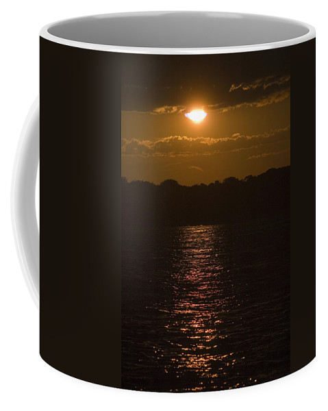 Photography Coffee Mug featuring the photograph Sunset Over The Thames River by Todd Gipstein
