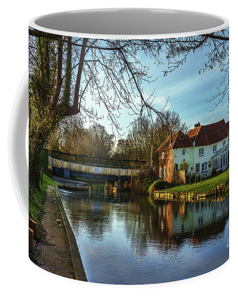 Sulhamstead Coffee Mug featuring the photograph The Kennet And Avon Canal At Sulhamstead by Ian Lewis