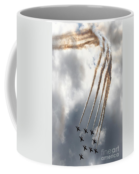 Red Arrows Coffee Mug featuring the photograph The Kite Bend by Angel Ciesniarska